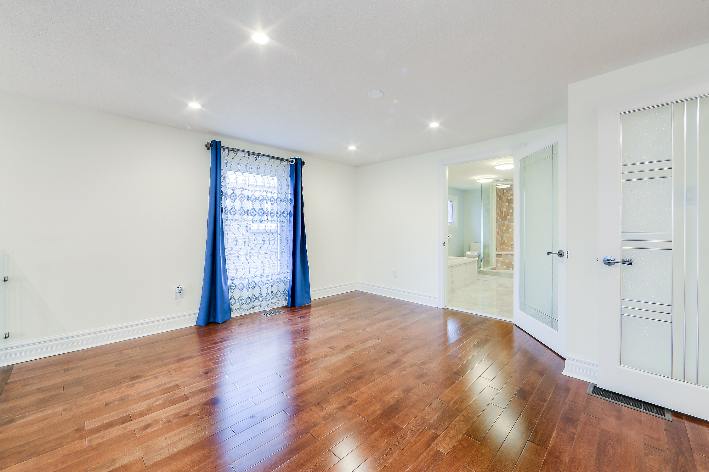 4 bed 6 bath house for sale in bathurst and clark in for Homes for sale with basement apartment